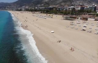 Alanya'da kısıtlamadan muaf turistler plajları...