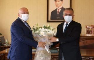 Başkan Şahin'den valiye çiçekli teşekkür...