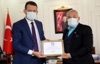 Kaymakam Ürkmezer'den Şahin'e teşekkür belgesi