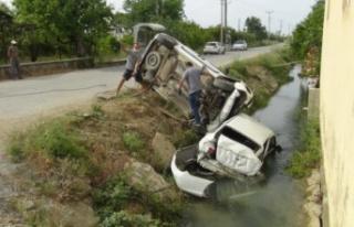 Kaza yapan araçlar sulama kanalına uçtu: 3 yaralı...