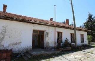 Kullanılmayan köy okulu aromatik bitki üretim merkezi...