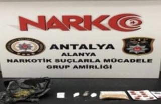 Alanya'da polisten uyuşturucu baskını: 3 gözaltı