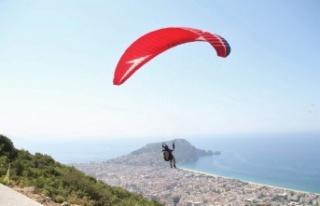 Alanya'da yamaç paraşütü kupası yarışları...