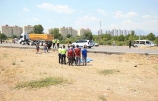 Antalya'da kamyonetle çarpışan motosiklet...