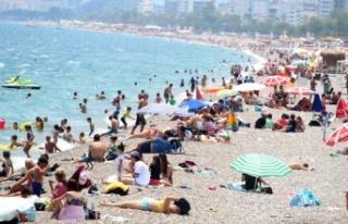 Antalya'da termometreler 43'ü gösterdi, sahiller...
