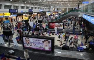 Antalya'ya hava yoluyla iki günde 18 bin Rus turist...