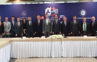 """Bakan Kasapoğlu: """"Yüzücülerimizin atacağı..."""