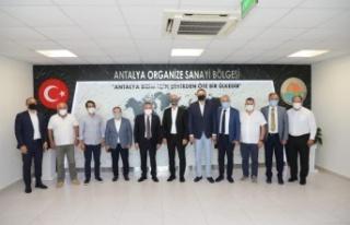 Başkan Böcek OSB Başkanı Ali Bahar'la bir araya...
