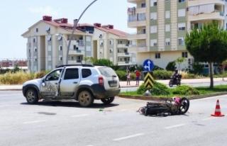 Ciple çarpışan motosikletin sürücüsü genç...