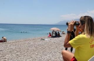 Dünyaca ünlü sahilin tek kadın cankurtaranı vatandaşların...