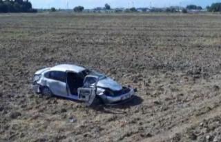 Kontrolden çıkan otomobil takla atarak tarlaya uçtu:...