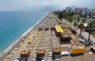 Şezlonglar 1.5 metre mesafeli olarak sahillerde yerini...