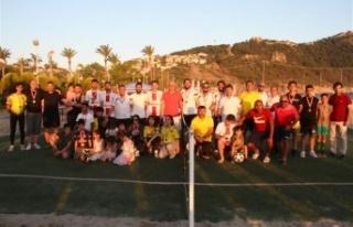 Türkiye'nin ilk ayak tenisi şampiyonası Alanya'da...