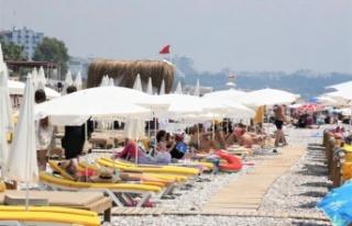 Vaka sayıları düştü, dünyaca ünlü sahil doldu
