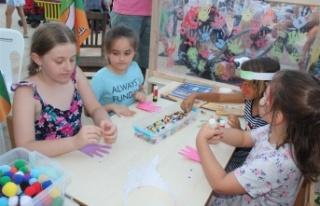 Alanya'da çocuk festivali bilgilendirmeye ve...