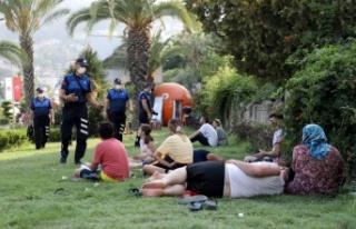 Alanya'daki park tatilcilerine zabıtadan müdahale