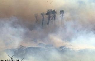Antalya'daki moloz yangınında gökyüzü bulutla...