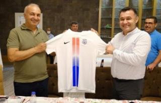 Başkan Yücel, Kestelspor'un yeni yönetimiyle...