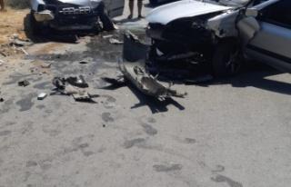 İki otomobil kafa kafaya çarpıştı: 4 yaralı...