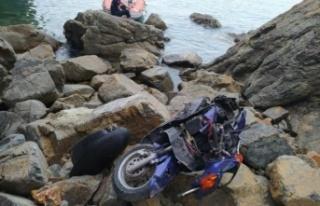 Kontrolden çıkan motosiklet uçuruma yuvarlandı:...