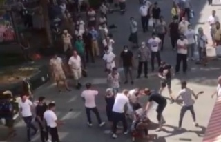 Öfkeli kadın eşini sokak ortasında darp eden genci...