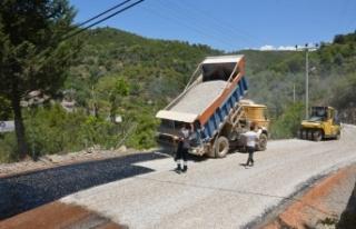 Orhan Karamanlar yolu asfaltlanıyor