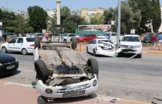 Park etmek isterken kontrolden çıkan otomobil faciaya...
