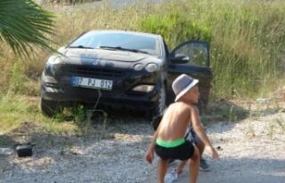 Trafik kazası sonrası araçtan çıkıp oyunlarına...