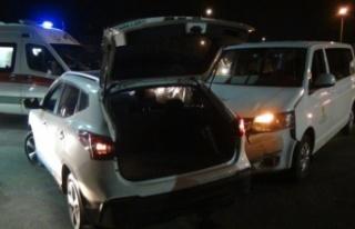 VİP araç, kavşakta otomobille çarpıştı: 2 yaralı...