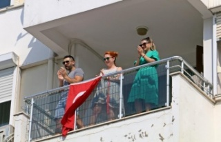 30 Ağustos coşkusu balkonlara taştı
