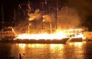 Alanya'da 4 tekne cayır cayır yandı