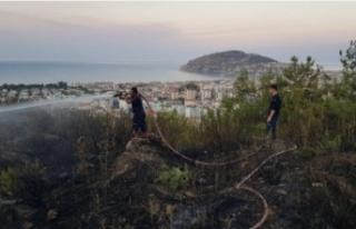 Alanya'da orman yangını vatandaşın dikkatiyle...