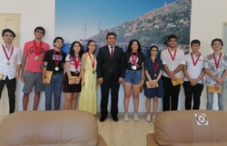Alanya'nın YKS şampiyonları ödüllendirildi