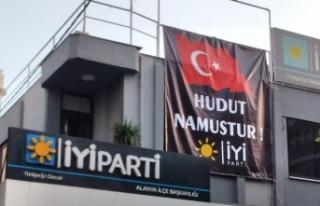 Alanya teşkilatına 'Hudut Namustur' pankartı...