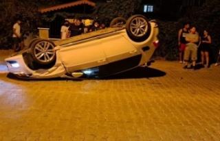 Alanya'da park halindeki otomobile çarpan araç...