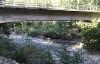 Antalya'da Üzümdere ırmağı kurudu