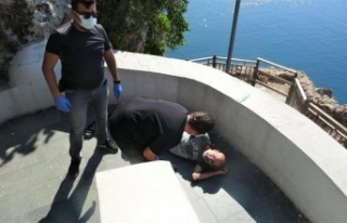 Antalya'da falezlerden düşen adamın sağlık...