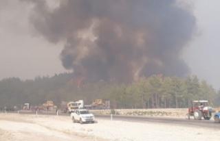Beşkonak'ı tehdit eden yangına 7 helikopter,...
