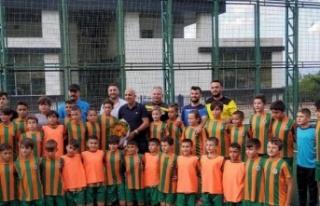 Çavuşoğlu'ndan futbol okulu ziyareti