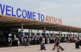 Davut Çetin: Antalya'ya her gün 70 bin turist...