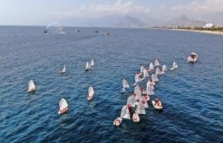 Denizdeki 'Zafer' kutlamasında tekneler...