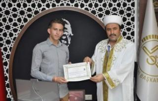 Hollandalı genç tatile geldiği Alanya'da müslüman...