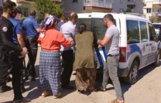 Husumetli aileler bir birine girdi, polis ayırmakta...
