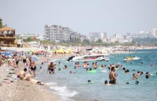 Sıcaklık 40 dereceyi buldu Antalya'da sahiller...