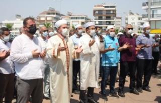 Yüzlerce kişi Manavgat'taki yangınların durması...
