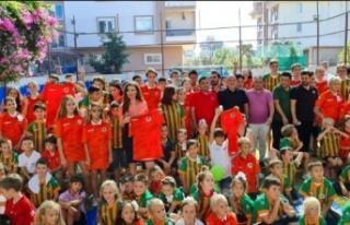 Alanyaspor, Rus okulunda öğrencilerle bir araya...