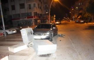 Alkollü sürücünün karıştığı kazada araçlardan...