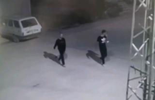 Hırsızlık şüphelileri güvenlik kamerasından...