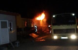 Lastikçide korkutan yangın