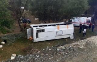 Otobüs şarampole devrildi: 1 ölü, 9 yaralı var